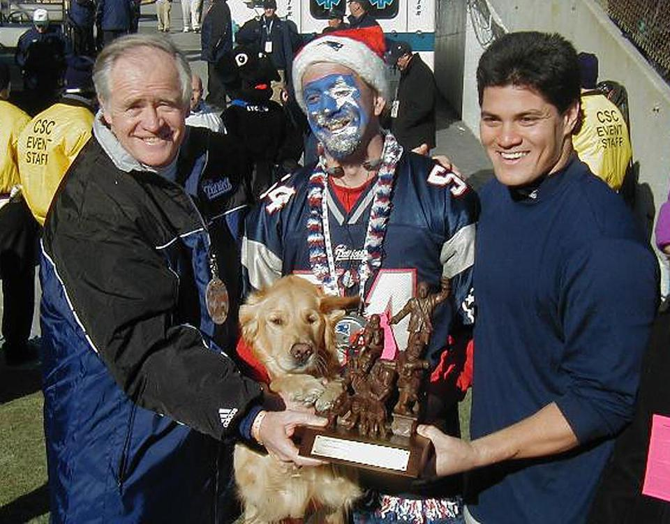 Zip won the Fan of the Year Award in December 2001, which his friend Tedy Bruschi helped give to him.